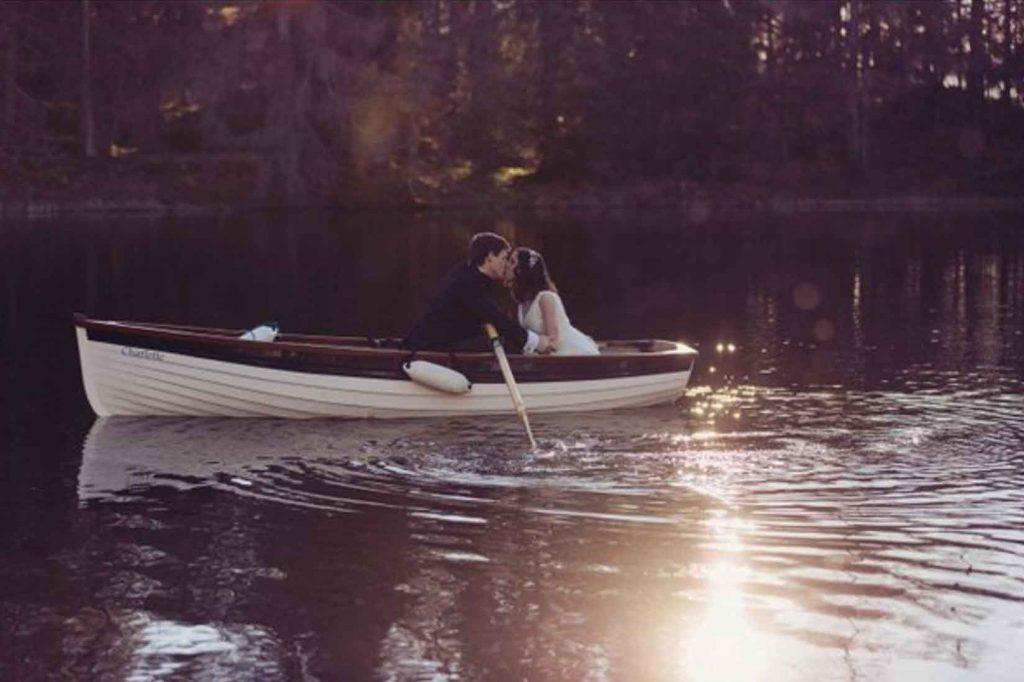 Wedding-Bride-groom-in-boat-1024x682
