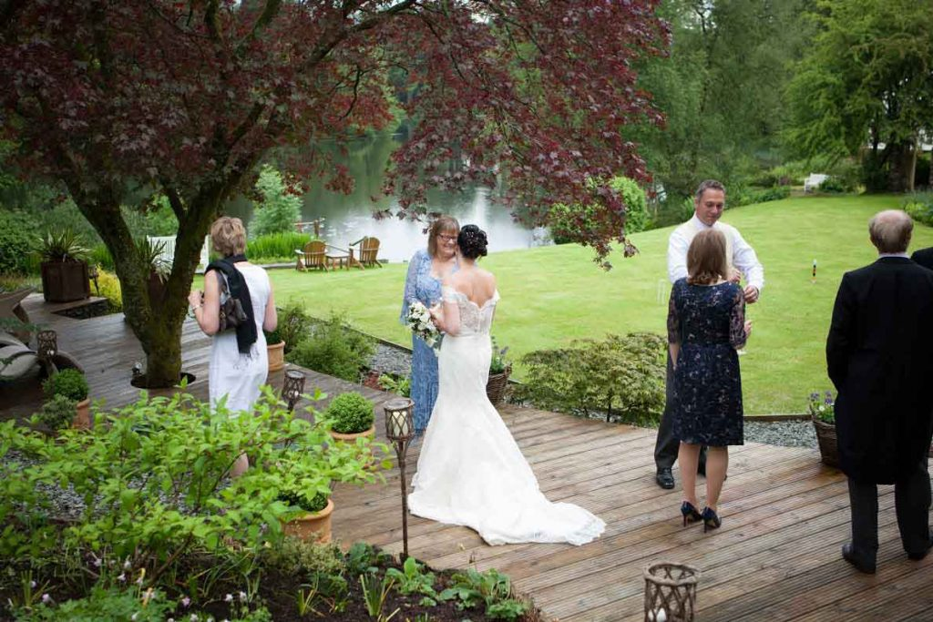 Wedding-guests-on-the-lawn-1024x683