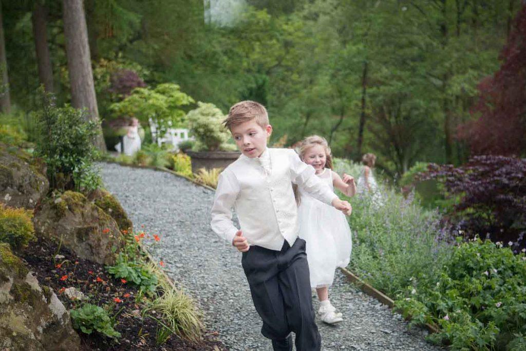 Wedding-kids-playing-1024x683